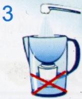 Пропустіть через фільтр і злийте в раковину дві, три порції очищеної води